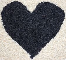 Free Heart Of Sesame Seeds Royalty Free Stock Photos - 24194058