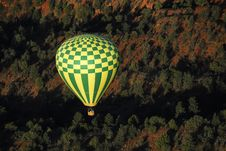 Free Balloon Over The Desert Royalty Free Stock Images - 2420599