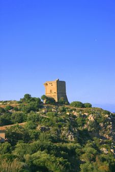 Free Hilltop Ancient Normand Tower Royalty Free Stock Image - 2425576