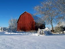 Free Snowy Red Barn Royalty Free Stock Images - 2429349