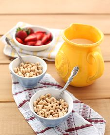 Free Cereal With Milk And Strawberry Stock Photo - 24252590