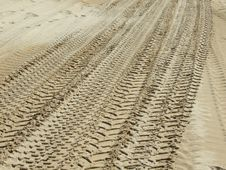 Free Tyre Tracks Royalty Free Stock Images - 2431809