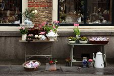 Free Flea Market On The Street Of Middelburg, Netherlands Royalty Free Stock Photo - 24301155