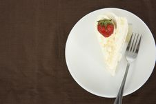 Free Vanilla Cake With Strawberry On Top Royalty Free Stock Images - 24312239