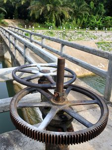 Old Reservoir Wheel Royalty Free Stock Images
