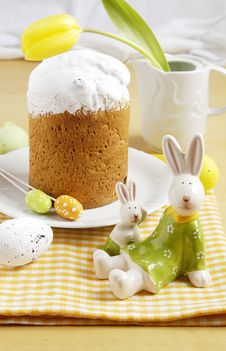 Free Traditional Easter Sweet Bread Stock Photo - 24361200