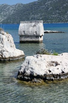 Free Lycian Tomb In The Sea Royalty Free Stock Images - 24382719