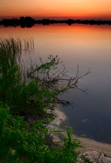 Free Dusk By The Lake Royalty Free Stock Photography - 2448147
