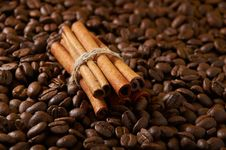 Free Coffee Beans And Cinnamon Royalty Free Stock Images - 24434909