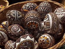 Free Basket With Painted Eggs Royalty Free Stock Photography - 24443207