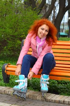 Free Ginger Girl Tying The Roller Skates Royalty Free Stock Image - 24450146