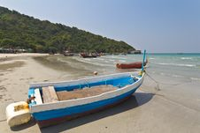 Free Small Boat At  The Beach In Thailand Royalty Free Stock Photography - 24458797
