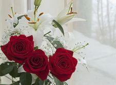 Free White Lily And Red Rose Stock Photography - 24468752