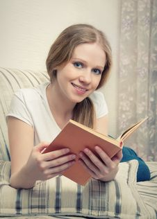 Free Pretty Girl Reading A Book Lying On The Sofa Royalty Free Stock Images - 24469619