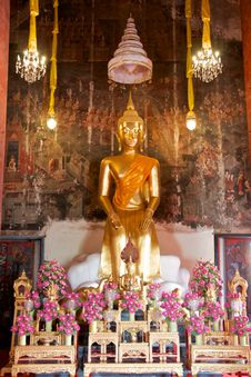 Free Sitting Gold Buddha Statue Stock Photos - 24469923