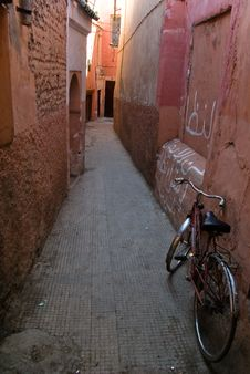 Free A ByciAlleyStreet, Marrakech Royalty Free Stock Images - 2454369
