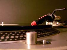 Free Dj Turntable Needle On Record Stock Image - 2454991
