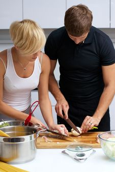 Free Couple In Their Kitchen Making Dinner Royalty Free Stock Photos - 24507758
