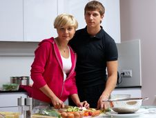 Free Lovely Couple Making A Salad Stock Images - 24508074