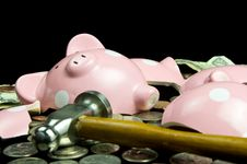 Free Broken Piggy Bank With Hammer Stock Images - 24512194