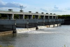 Free Hydroelectric Dam On The River Stock Images - 24524524