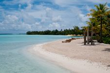 View On The Beach Within An Lagoon In Bora Bora Royalty Free Stock Photos