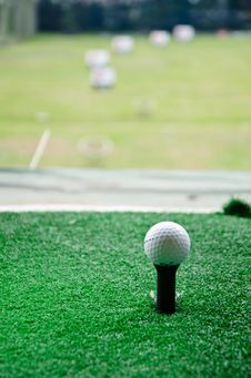 Free Golf On Long Tee Royalty Free Stock Photos - 24596378
