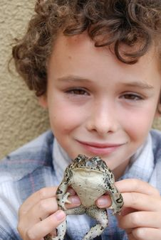 Free Boy Holding CA Native Toad Royalty Free Stock Image - 2465766