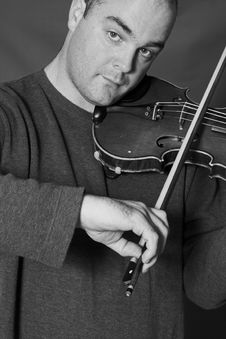 Free Portrait Of Man Playing Violon Royalty Free Stock Images - 2467469