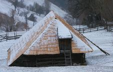 Free Cottage In Winter Stock Photography - 2467602