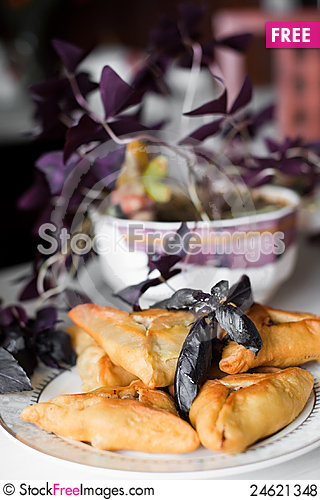 Free Pies On A Plate Royalty Free Stock Photos - 24621348