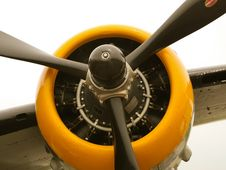 Free Yellow Propeller Blades On Vintage Aircraft Royalty Free Stock Images - 24658669