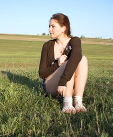 Free Woman Sitting In A Field Royalty Free Stock Photography - 24660607