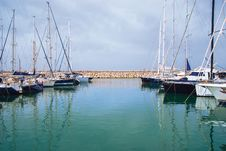 Free Yachts In The Harbor Standing On An Anchor Royalty Free Stock Photos - 24665308