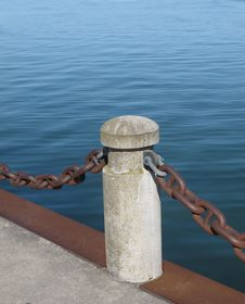 Free Post And Chain On A Pier Royalty Free Stock Photo - 24686235