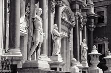 Facade With Statues Stock Photography