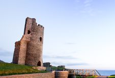 Free Castle Ruins By Sea Royalty Free Stock Photo - 24689855