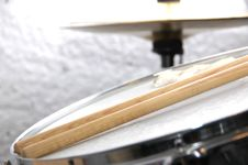 Free Snare Drum And Sticks Royalty Free Stock Image - 2474706