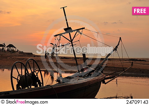 Free Fishing Boat And Sunset Stock Photos - 24709143