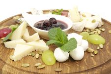 Free Cheese Plate Royalty Free Stock Photography - 24701457
