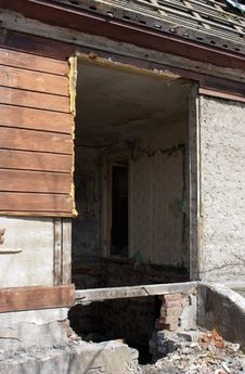 Free Door And Room Of Abandoned Broken House Royalty Free Stock Images - 24701999