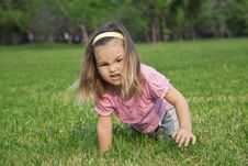 Free Girl Shows A Wild Animal In The Park Stock Photos - 24714123