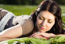 Free Beautiful Girl Lying On The Plaid In The Park Royalty Free Stock Images - 24735149