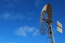 Free Outback Windmill Royalty Free Stock Photography - 24736517
