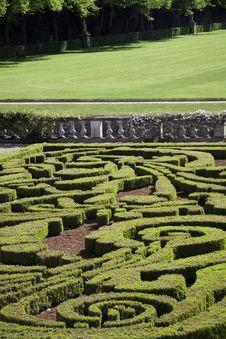 Free Garden Lawn Royalty Free Stock Image - 24751186
