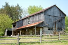 Free Country Barn Stock Photo - 2481800