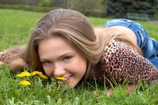 Free Pretty Girl And Dandelion Stock Images - 2483084