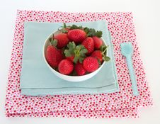 Free Strawberries In A Bowl Stock Photography - 24805402
