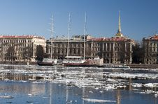 Free The Admiralty Embankment In St. Petersburg Royalty Free Stock Images - 24825149