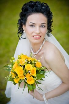 Free Portrait Of Beautiful Young Bride In Garden Royalty Free Stock Images - 24829779